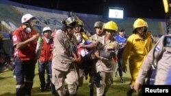 زخمی ہونے والے کھلاڑیوں کے چہرے پر چوٹیں آئیں اور اُنہیں اسپتال منتقل کردیا گیا ہے۔