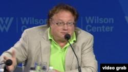尼古拉·兹洛宾,全球利益中心总裁