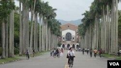 台湾大学校园 (美国之音张佩芝摄)