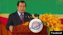 Perdana Menteri Hun Sen menyampaikan pidato di Forum Parlemen Asia-Pasifik ke-27 di Kota Angkor, Siem Reap, 15 Januari 2019. (Foto dari halaman Facebook resmi Hun Sen)