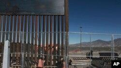 Frontière entre le Mexique et les Etats-Unis dans la ville de Sunland Park, Nouveau-Mexique, le 25 janvier 2017.