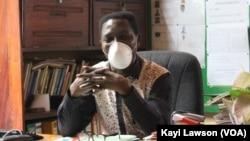 Joseph Kodjo Assafo, Directeur du CEG Cacavéli, à Lomé, le 4 juin 2020. (VOA/Kayi Lawson)