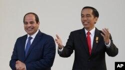 Presiden Mesir Abdel Fattah al-Sisi (kiri) bersama Presiden Joko Widodo (kanan), Jakarta, 4 September 2015.