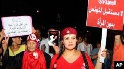"""""""Nema budućnosti za Tunis bez žena"""" i """"Jednaka prava za muškarce i žene"""" neki su od transparenata koje su Tunižanke nosile na prosvjedima 13. kolovoza 2012."""