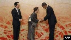 Президент США Барак Обама, премьер-министр Японии Наото Кан и его супруга Набуко.