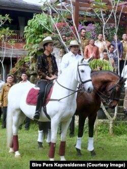 Usai pertemuan Presiden Joko Widodo dan Ketum Gerindra Prabowo Subianto berkuda bersama di kediaman Prabowo di Hambalang Bogor. (Foto: Biro Pers Kepresidenan)