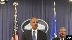 주미 사우디 대사 살해 음모 사건에 대해 기자회견을 하는 에릭 홀더 미 법무장관