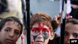 Devlet Başkanı Salih'in ülkeden ayrılmasını kutlayan Yemenli çocuklar