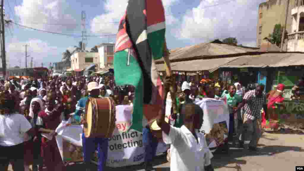 Des protestations dans la ville de Mombasa, au Kenya, pour la journée internationale de l'enfant africain au kenya, le 16 juin 2016.
