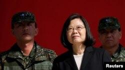台湾总统蔡英文2019年1月25日在台湾桃园视察军队。