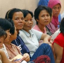 Những người giúp việc chạy trốn khỏi những người chủ bạo hành, nương tựa tạm tại một khu vực bên trong đại sứ quán Indonesia ở Kuala Lumpur, Malaysia