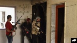Wapiganaji waasi wakitafuta wafuasi wa Gadhafi katika mji wa Misrata hivi karibuni