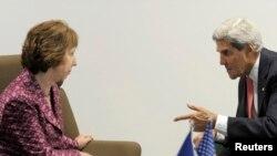 John Kerry a conféré avec Catherine Ashton du projet de conférence de paix sur la Syrie