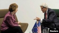 Wezîrê Derve John Kerry û berpirsa Yekîtîya Ewropî Catherine Ashton li bajarê Vilnius, 7'ê Îlonê, 2013.