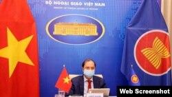Thứ trưởng Bộ Ngoại giao Nguyễn Quốc Dũng dự Đối thoại ASEAN-Hoa Kỳ lần thứ 34 theo hình thức trực tuyến. Photo TTXVN)