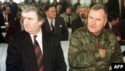 Ông Ratko Mladic (phải) từng là chỉ huy trưởng các lực lượng Serb-Bosnia trong cuộc chiến diễn ra sau khi Liên Bang Nam Tư tan vỡ