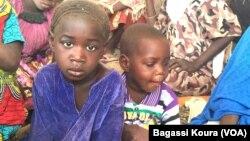 Des centaines d'enfants font partie des quelque 7000 réfugiés vivant dans le camp de Dar Es Salam à Baga-Sola, à l'ouest du Tchad, le 2 avril 2016.