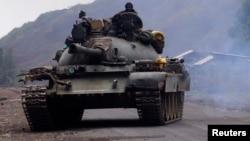 Un char de combat dans l'Est de la RDC. (REUTERS/Kenny Katombe)