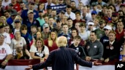 Ứng cử viên tổng thống đảng Cộng hòa Donald Trump phát biểu trong cuộc vận động tranh cử tại Đại học Valdosta State, bang Georgia, ngày 29/2/2016.