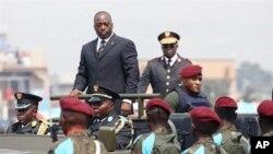 Rais Joseph Kabila wa Jamhuri ya Kidemokrasia ya Kongo akiwasili kwa sherehe za kila mwaka za uhuru wa DRC June 30 2010