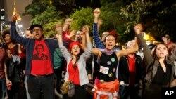صدر ڈلما کے حامی مظاہرہ کر رہے ہیں۔