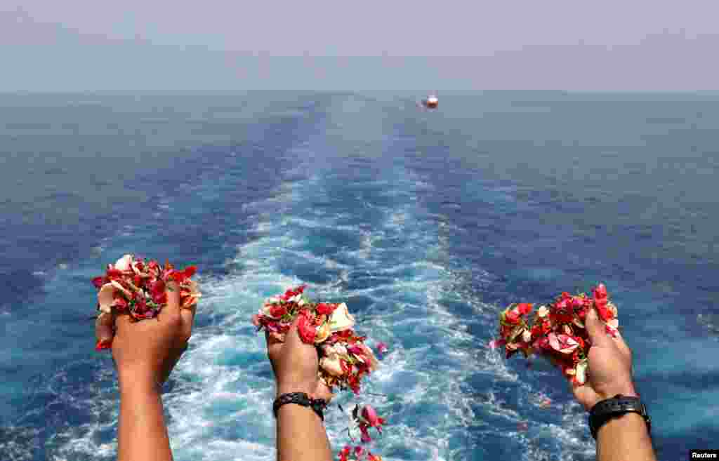 Families and colleagues of passengers and crew of Lion Air flight JT610 throw flowers and petals from the deck of Indonesia Navy ship KRI Banjarmasin as they visit the site of the crash to pay their tribute, at the north coast of Karawang, Indonesia, Nov. 6, 2018. A Lion Air flight crashed into the sea just minutes after taking off from Indonesia's capital, Oct. 29, 2018, in a blow to the country's aviation safety record after the lifting of bans on its airlines by the European Union and U.S.