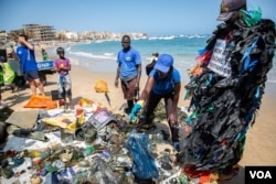 Volunteers sort rubbish found under water and along the beach during an underwater cleanup for Earth Day in Dakar, Apr. 23, 2021.