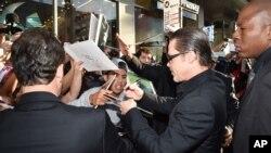 """Brad Pitt di karpet merah pada pemutaran pertama film """"Maleficent""""."""