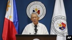 ARSIP-Menlu Filipina Perfecto Yasay, Jr. mengeluarkan pernyataan tentang sengketa Filipina dan China di Laut China Selatan dalam sebuah konferensi pers. Pasay, selatan Manila. (foto: AP Photo/Aaron Favila)
