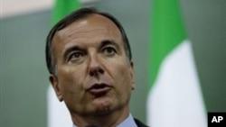 意大利外長弗拉蒂尼宣佈在利比亞反對派控制的據點城市班加西開設領事館