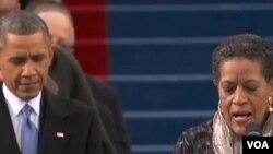 Obamaning qasamyodi kuni fuqaro huquqlari uchun kurashib jon bergan inson, Medgar Eversning rafiqasi Mirli Evers Vilyams xalq bilan yaratganga shukur aytib, duo qildi.