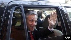 Cựu Ðại sứ Mỹ ở Trung Quốc John Huntsman dự định rút khỏi cuộc đua và công khai hậu thuẫn cho ông Mitt Romney