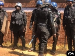 Police in Harare clash with supporters of the MDC Alliance disputing the outcome of election results.
