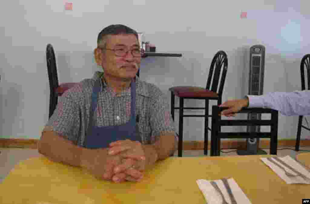 Owner of China Sea Restaurant, fishermen's favorite eating place, also affected by the oil spill 07/27/2010