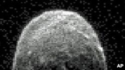 近距离飞过地球的小行星雷达回声影像