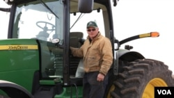 Corn farmer Dean Verbeck at his farm in Annawan, Illinois. (D. Dobhal/VOA)