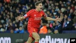 Pemain Liverpool, Steven Gerrard, dalam sebuah pertandingan Liga Premier Inggris.