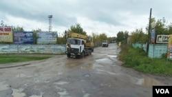 普京执政期间虽然原油价格曾高涨,但俄罗斯各地,尤其是边境地区基础设施衰败。离莫斯科大约90公里远的莫斯科州主要城市谢尔普霍夫市的道路。