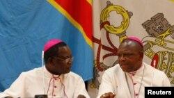 Askofu Marcel Utembi, kushoto, Rais wa Baraza la kitaifa la Maskofu Kongo akiwa pamoja na Askofu Fridolin Ambongo mjini Kinshasa, DRC, Disemba 21 2016.