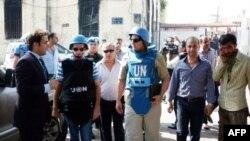 联合国观察员的一个小组2012年6月14日在叙利亚一次官方安全陪同之下视察叙利亚城镇哈费