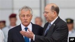 Trưởng Quốc phòng Mỹ Chuck Hagel duyệt hàng quân danh dự với Bộ trưởng Quốc phòng Israel Moshe Yaalon tại Tel Aviv, ngày 22/4/2013.