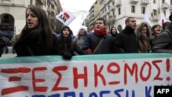 Người Hy Lạp xuống đường biểu tình tại thành phố cảng phía bắc Thessaloniki, ngày 11/2/2012