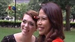Mencoba Kacamata Pintar Google Glass