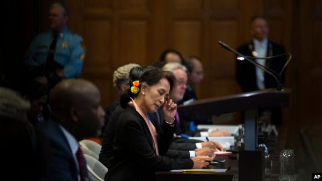 缅甸领导人昂山素季(中)在荷兰海牙的国际法院聆听法官讲话。(2019年12月10日)