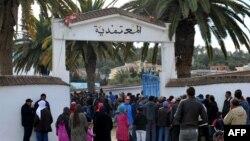 Une manifestation lors d'une grève générale dans la municipalité de Sejenane, dans le nord de la Tunisie, le 12 décembre 2017.