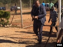 Job Sikhala on his way to court ...