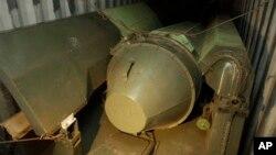 Armamento cubano en contenedores a bordo del buque Chong Chon Gang.