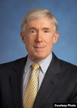 美国前副国务卿、现任基辛格咨询公司的副主席的罗伯特·霍马茨(Robert Hormats)