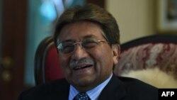 پاکستان کے سابق صدر جنرل (ریٹائرڈ) پرویز مشرف طویل عرصے سے بیرون ملک مقیم ہیں — فائل فوٹو