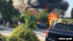 Foto tomada de un video tomado por un vecino del parque de vehículos rodantes Mar-Mark Colony Club en Palm Springs, Florida.